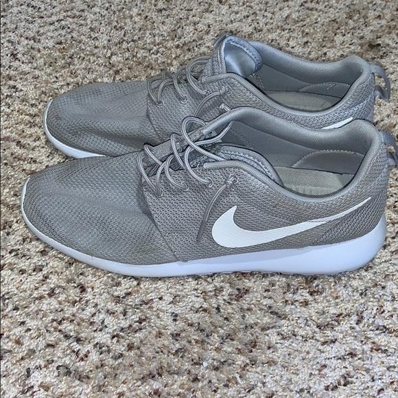 Nike Other - Men's Nike Roshe Run size 13
